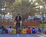 Groupe d'enfants israëliens en cours d'éducation physique